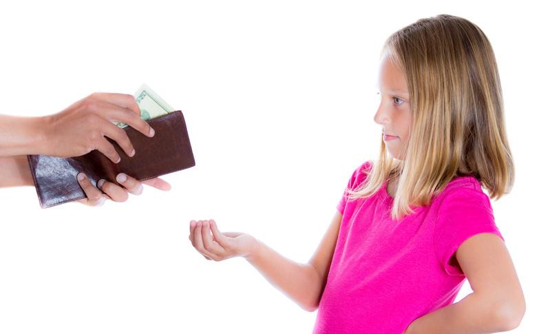 Отказ от ребенка освобождает от алиментов