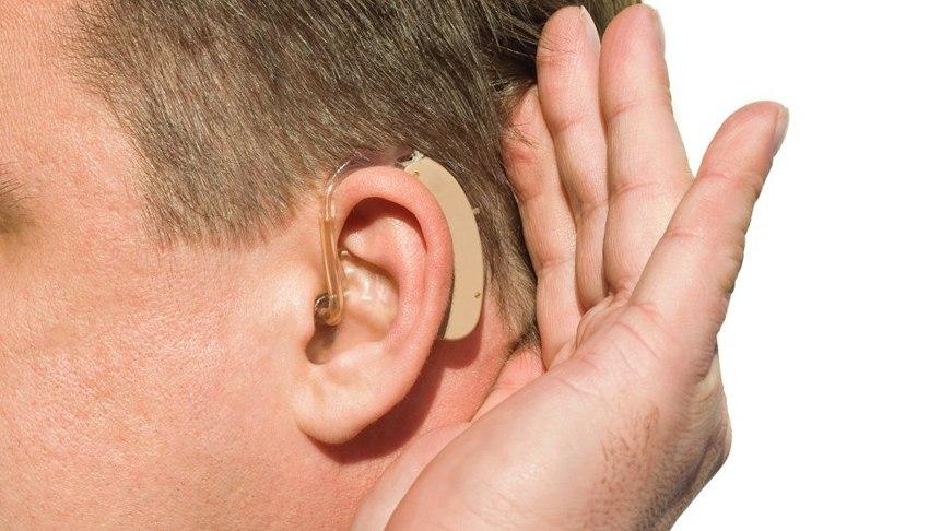 Голосообразующими и слуховыми устройствами
