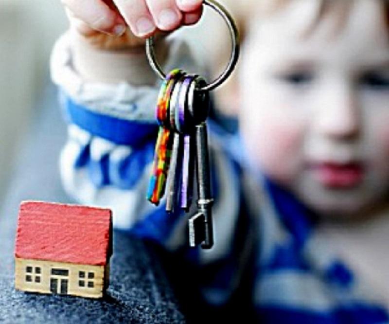 По закону появившийся на свет ребенок должен быть в кратчайшие сроки зарегистрирован по адресу одного из родителей