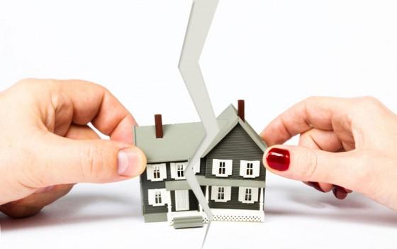 Часто сособственники находятся в неприязненных отношениях, и желание продать свою долю часто бывает вызвано соображениями мести