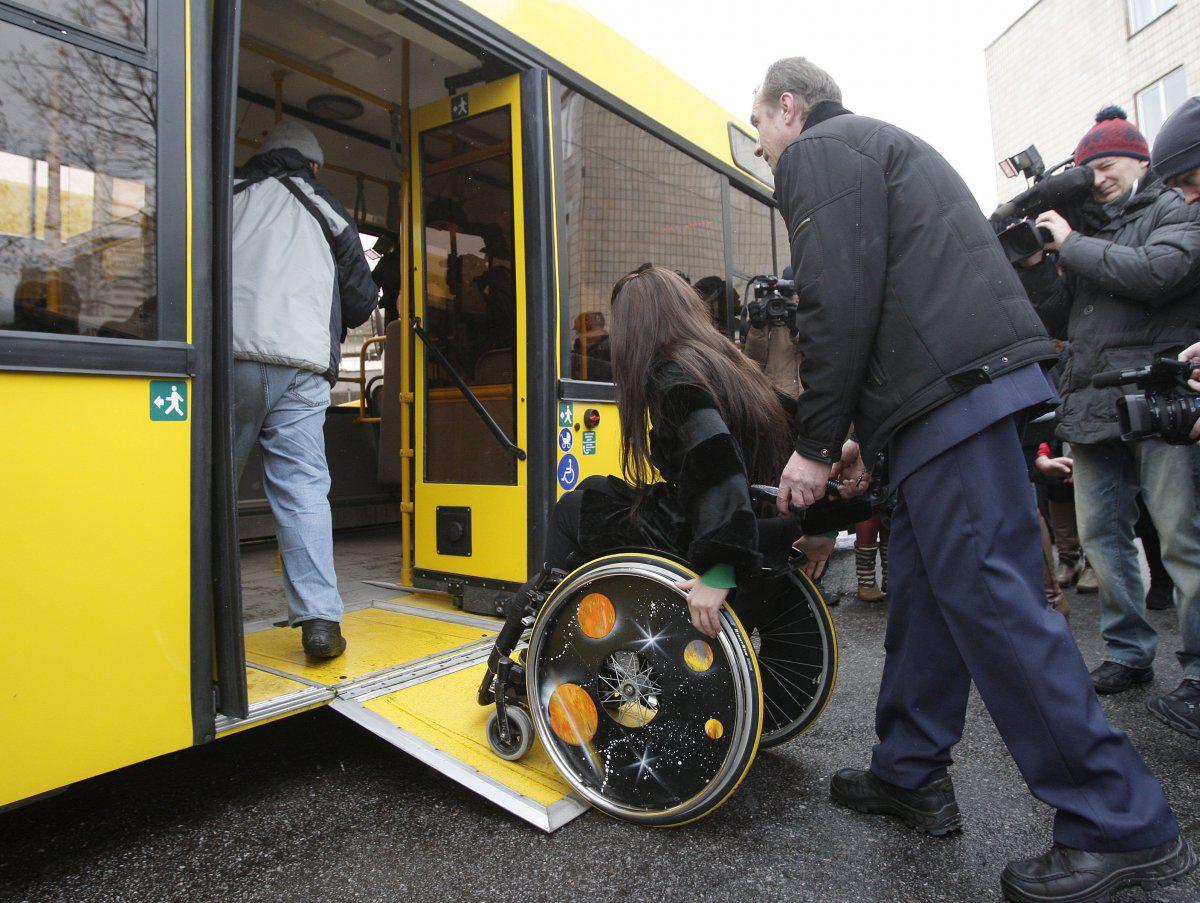 Инвалид 2 группы имеет право на безвозмездное перемещение на пассажирском транспорте в городе