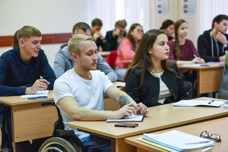 Каждый индивид, проживающий на территории Российской Федерации имеет право на получение образования