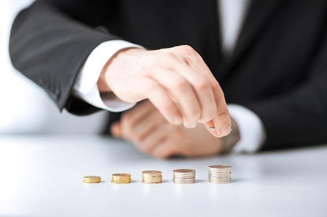 При исчислении алиментов учитывается не только зарплата, но и практически любые другие доходы, получаемые алиментообязанным по различным основаниям