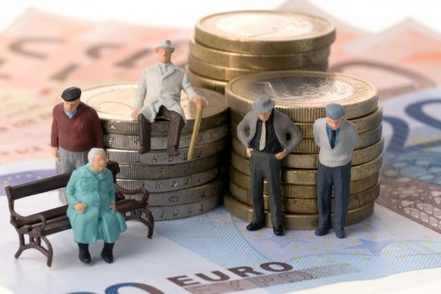 Сегодня правительство работающим пенсионерам не индексирует пенсию