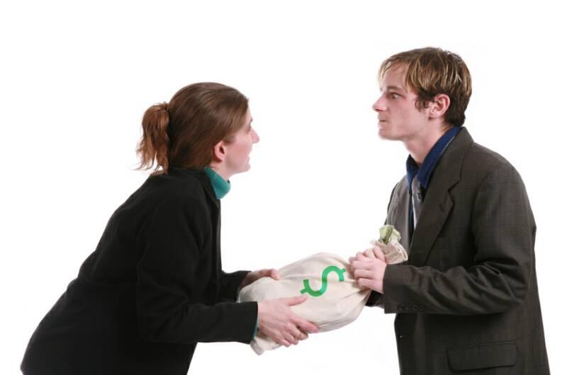 Совершеннолетние граждане для получения алиментов должны доказать собственную недееспособность и приложить доказательства к заявлению