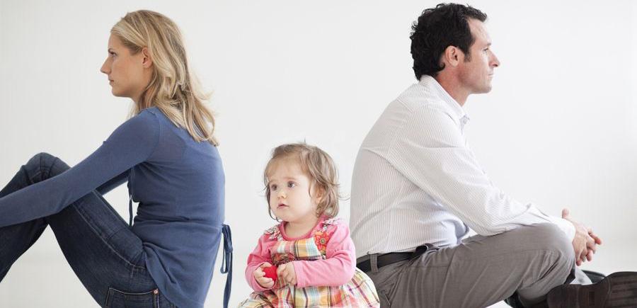 Из-за физиологических особенностей женщины детей до трёх лет обычно оставляют с ними