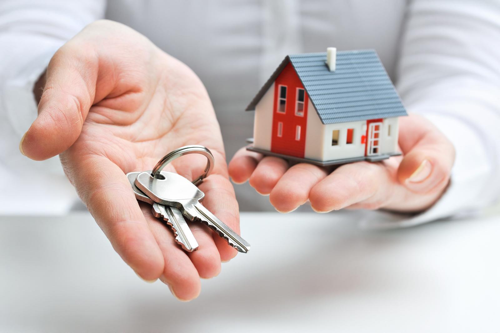 По вопросам получения жилья следует обращаться с заявлением в органы региональной власти