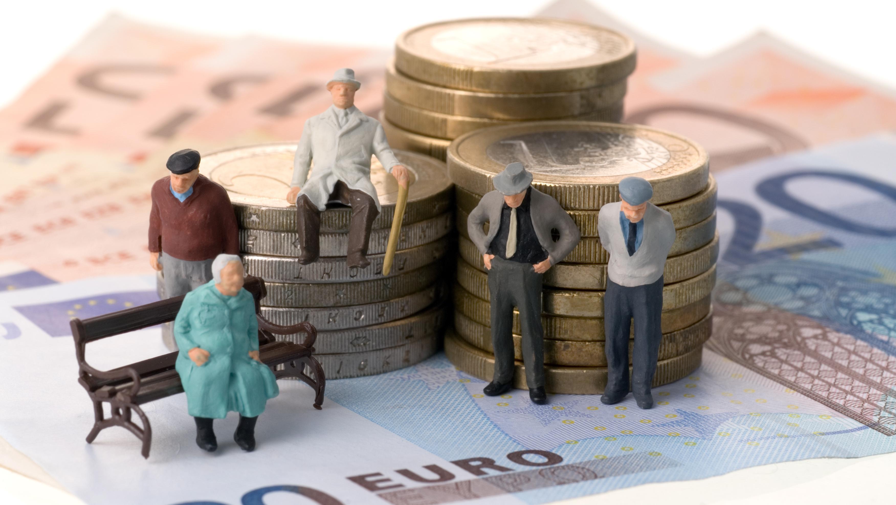 Льготы пенсионерам после 80 лет: куда обращаться и как оформить