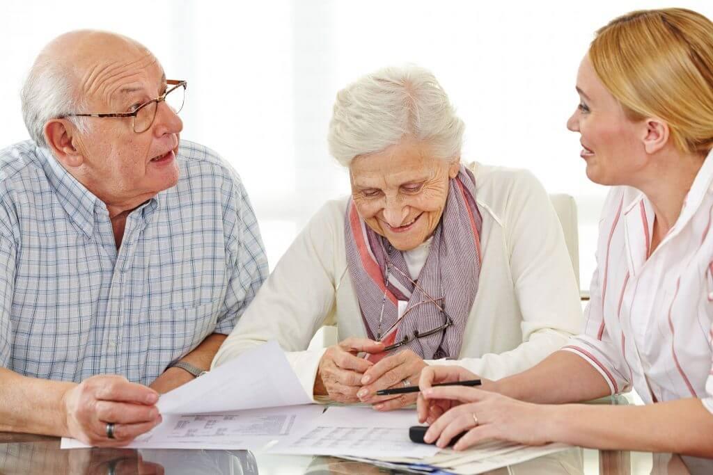 Какие льготы положены пенсионерам после 80 лет: перечень и порядок оформления - подробная информация