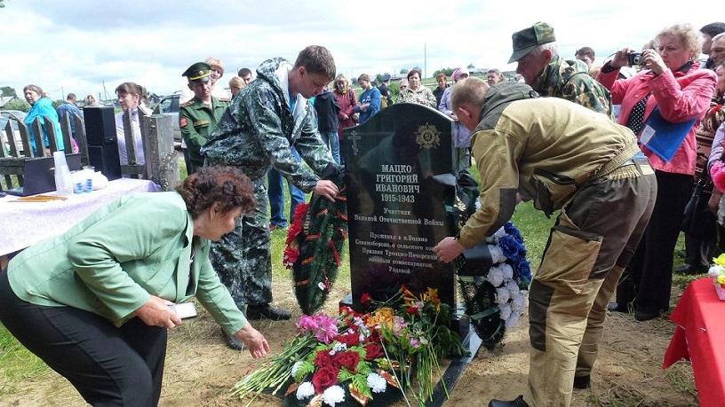 В пособие по погребению участника Великой Отечественной войны включается стоимость памятника, цветника и траурного венка